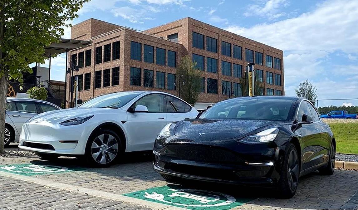 Обзор tesla model 3 2020 года: стоит ли покупать подержанный электромобиль?
