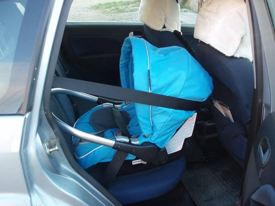 Установка детского кресла в автомобиле: правила и рекомендации