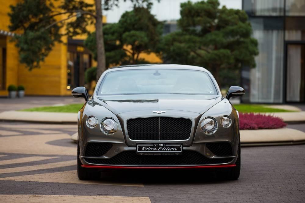 В Россию привезли «золотой» Bentley Continental GT