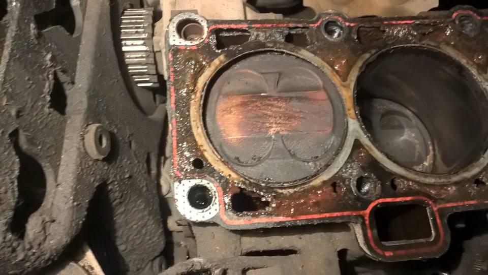 Много масло в цилиндре двигателя причины