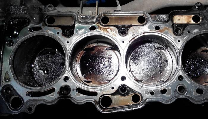 Почему двигатель ест масло: причины, что делать, ест масло, но не дымит - vestaz.ru
