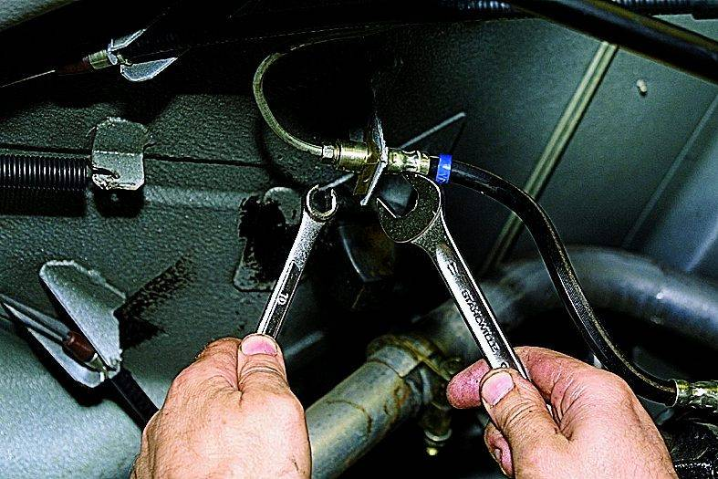 Как часто требуется замена переднего тормозного шланга