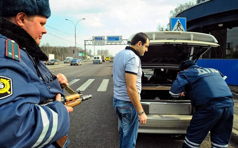 Обязан ли водитель открывать багажник инспектору дпс при осмотре