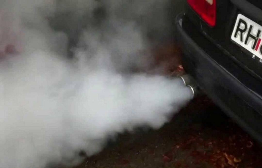 Двигатель дымит на горячую синим дымом причины