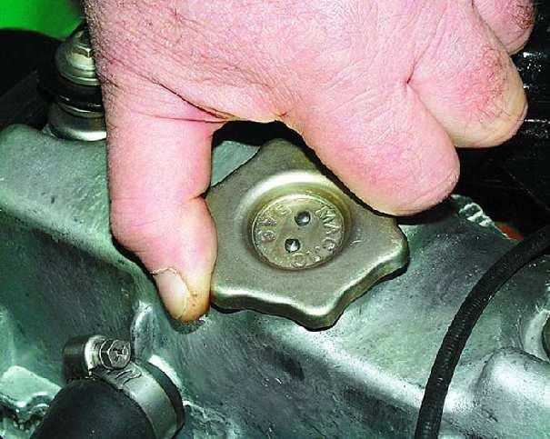 Течет масло из двигателя: причины и способы устранения