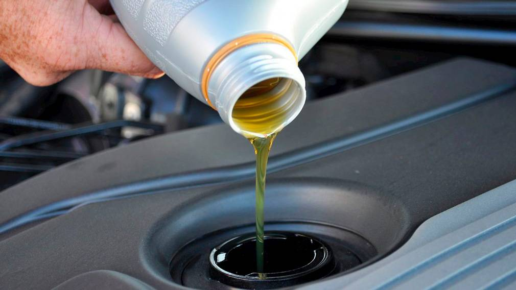 Как часто надо менять масло в двигателе: рекомендации завода-изготовителя и специалистов