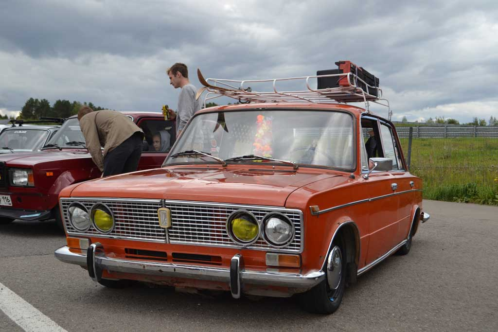 Ретро-автомобили ссср – победа, волга, жигули, нива, москвич, заз и другие