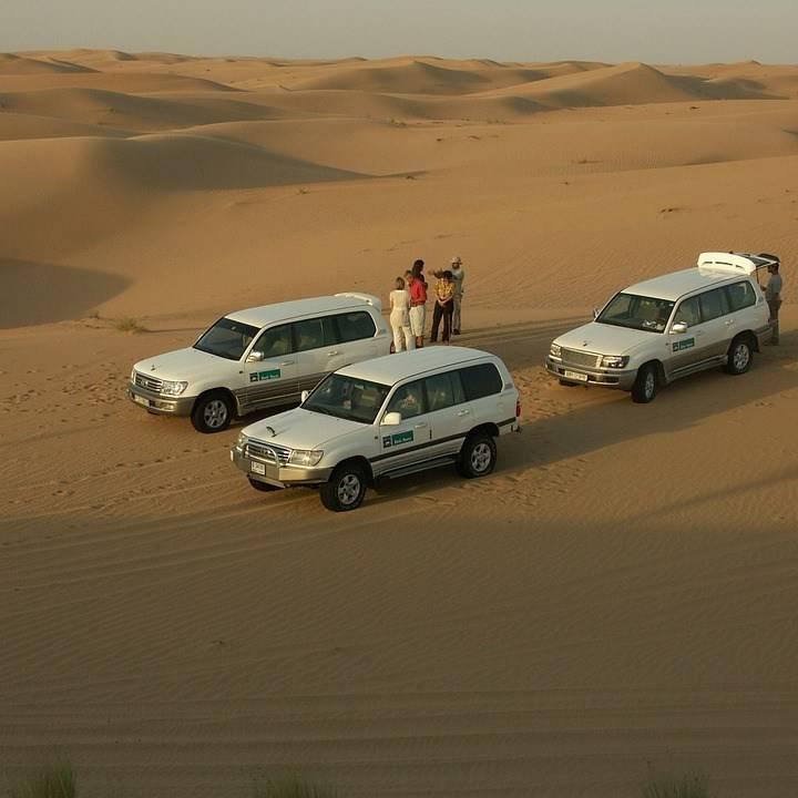 Как устроить сафари в пустыне на джипах в дубае