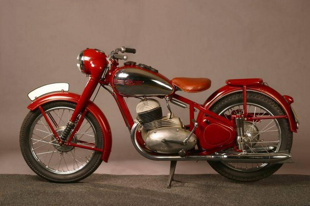 90 лет «старушке»: история легендарного мотоцикла jawa