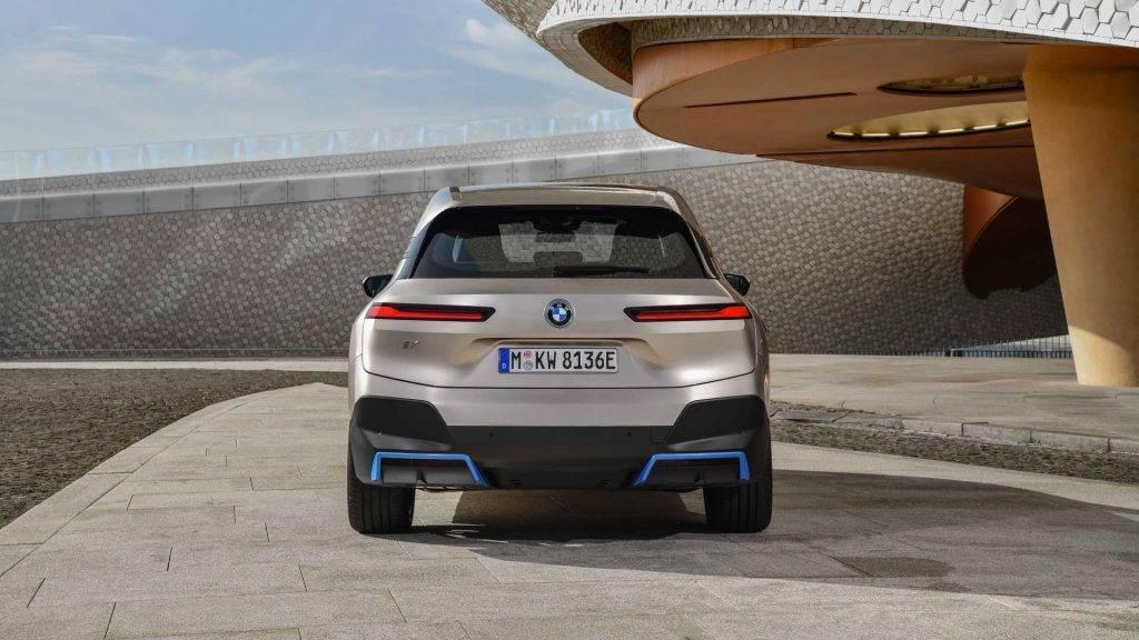 BMW IX – новый электрический кроссовер с неординарным дизайном