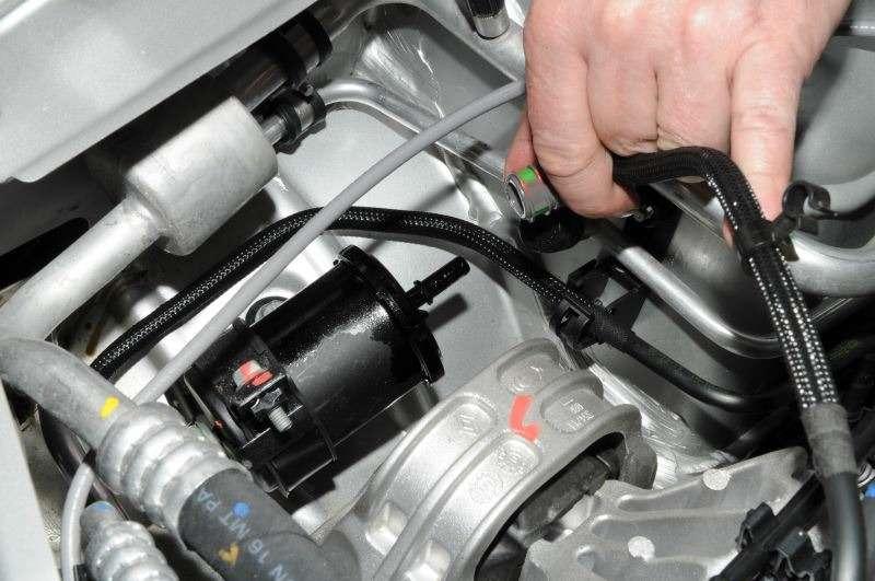 Где находится топливный фильтр в рено дастер и как его заменить