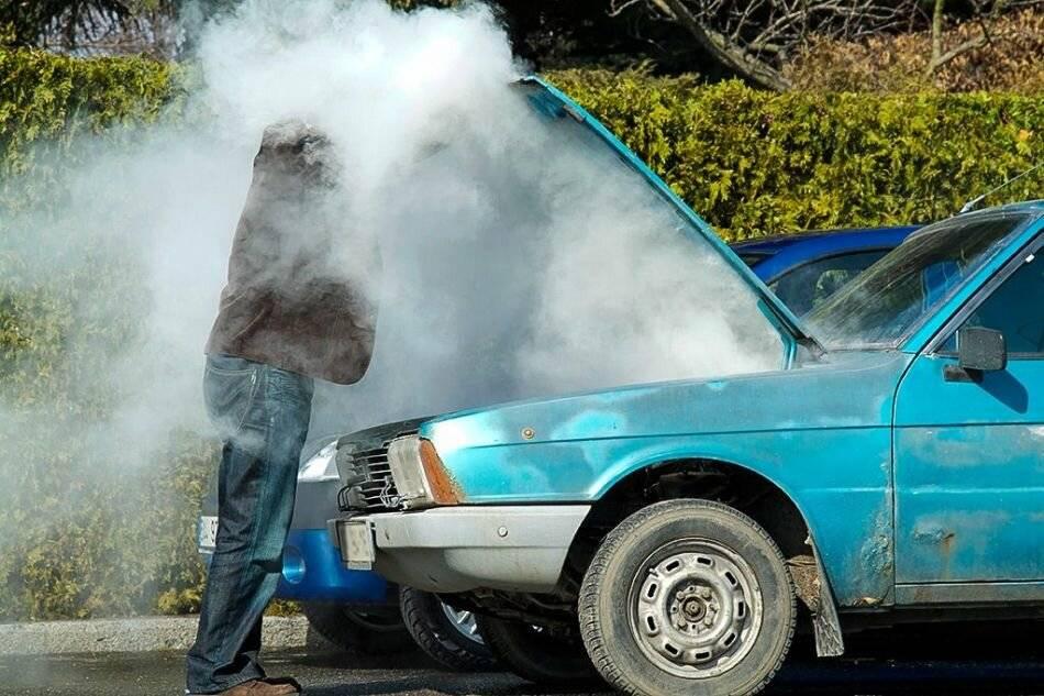 Что и откуда может потечь из машины и чем это опасно